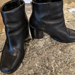 Shoe Mint ankle booties black